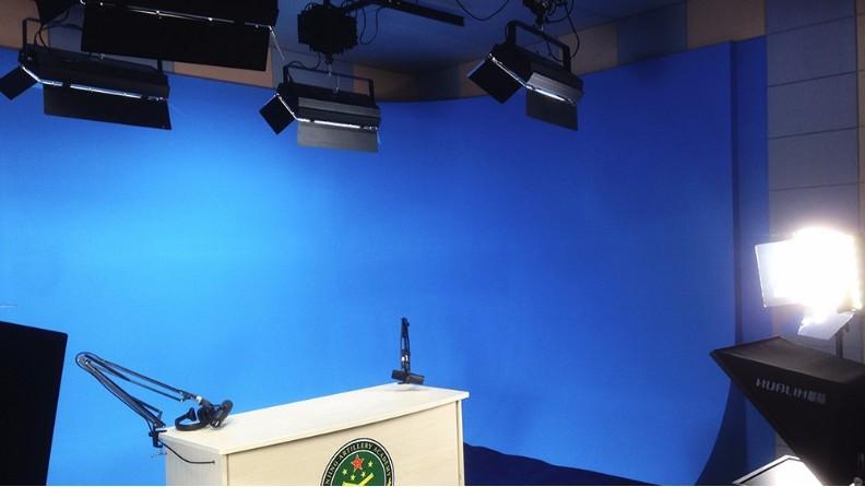 麦景龙陕西某学院多媒体室